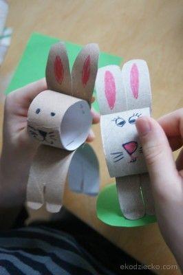 Wielkanocne zajączki z rolki po papierze toaletowym. Easter bunnies with rolls of toilet paper.