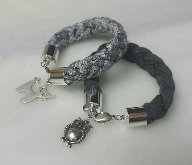 pulseras grises                                                                                                                                                                                 Más
