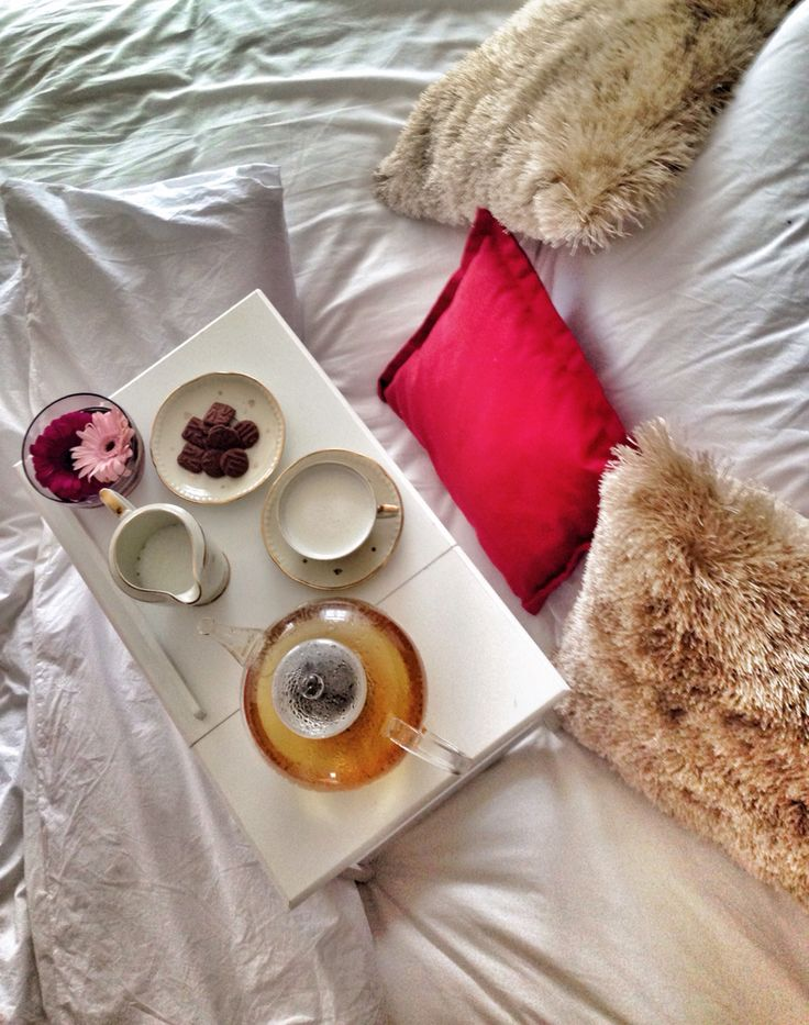 Thank goodness it's #Sunday - getting things done from bed today  - www.urbankristy.com