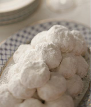 Greek Christmas cookies - Kourambiedes