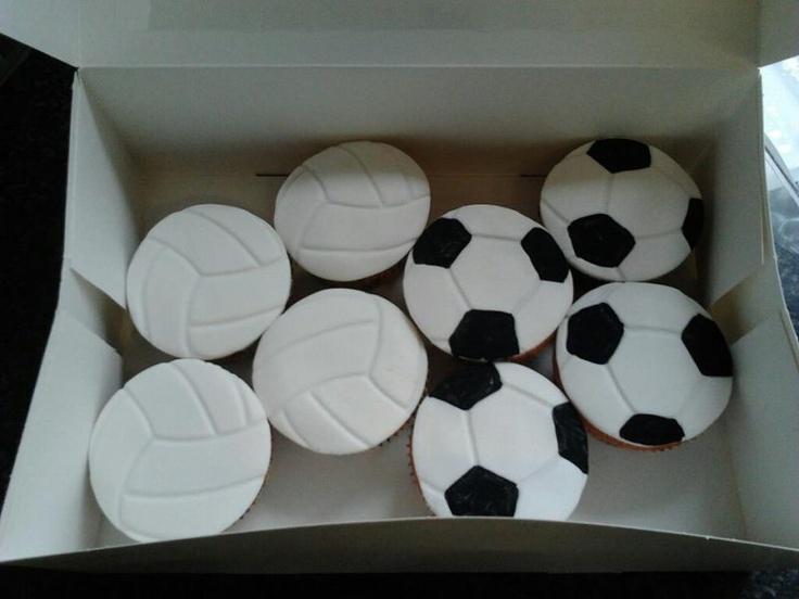 volleybal en voetbal cupcakes