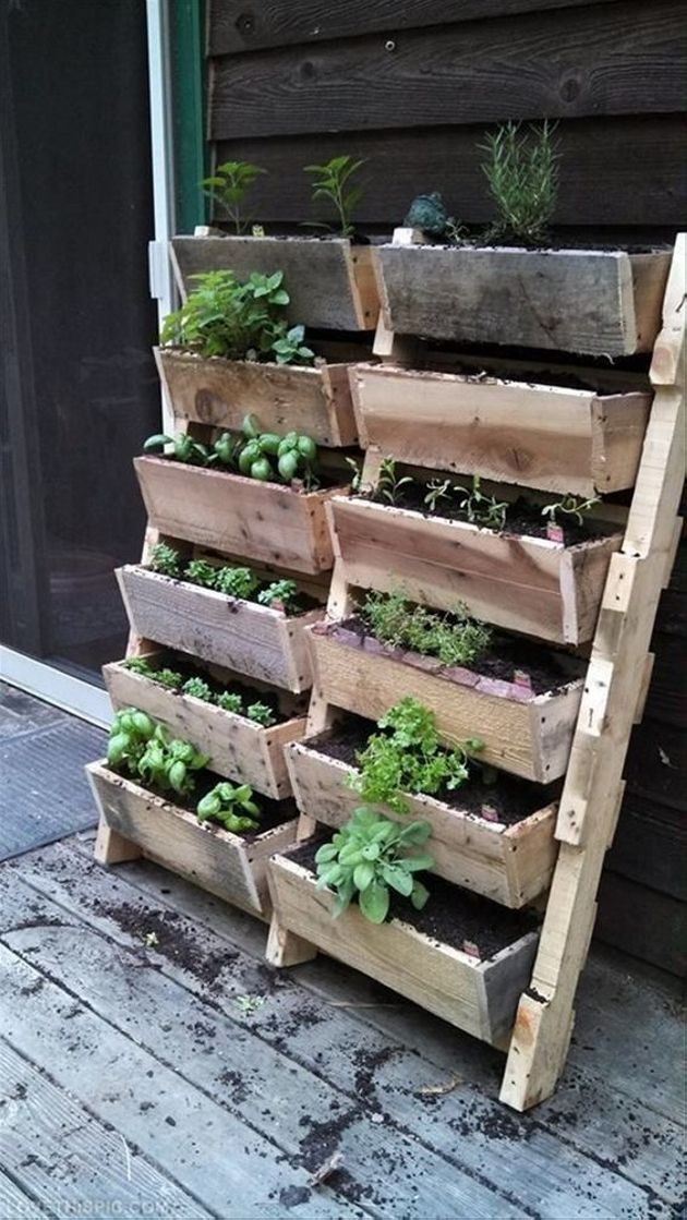 Here comes again another complex wood pallet repurposed planter. Making this one isn't that simple and straight. You have to come up with solid homework, grip on the measurements, only then you can execute this beautiful pallet wood upcycled planter idea.