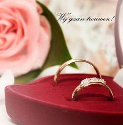 Trouwkaart: Twee ringen voor grote roze roos. Trouwkaarten online maken en bestellen. Prachtige trouwkaarten met ringen: kies een trouwkaart, schrijf de tekst, en vraag een gratis proefdruk op! http://www.trouwpost.nl/trouwkaarten/ringen/