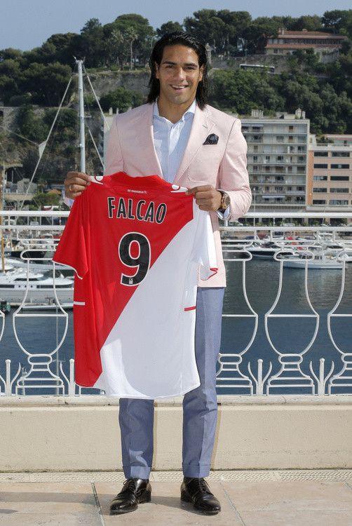 Radamel Falcao con la camiseta del AS Roma