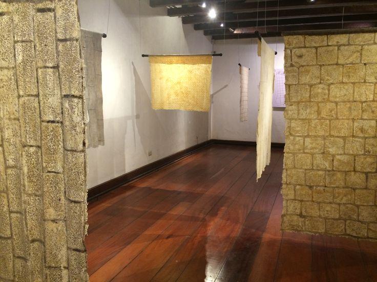 """Parte de la exposición """"La piel de Santiago"""", en el segundo piso de la Posada del Corregidor (por Leyla Espinoza)  http://santiagoporconocer.cl/"""