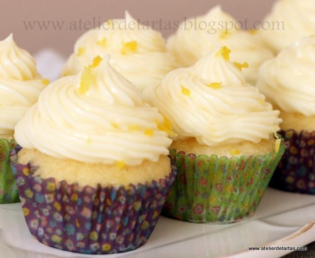 Cupcakes de limón con frosting de queso philadelphia con chocolate blanco