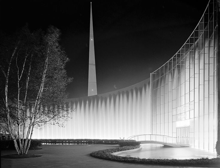 A 1939 World's Fair night views of Consolidated Edison's fountains, on June 24, 1939. (Library of Congress)