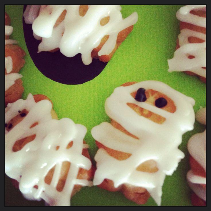 Tiny teddy mummies for Halloween