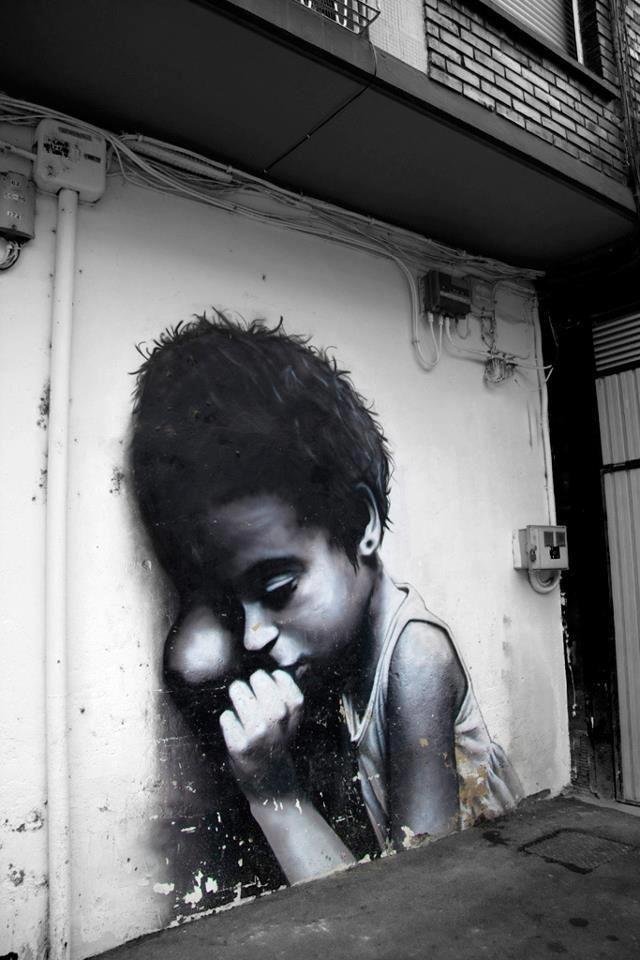 Tendons la main, un enfant n'a pas à dormir dans la rue. / Street art. / Beasain. / Espagne. / Spain.