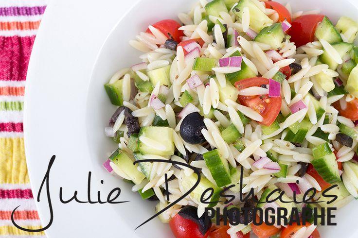 Salade d'orzo style grecque la recette ici ! #orzo #salad #fresh #cuisine #food #recette #pâte #légume #santé #healthy #recipe