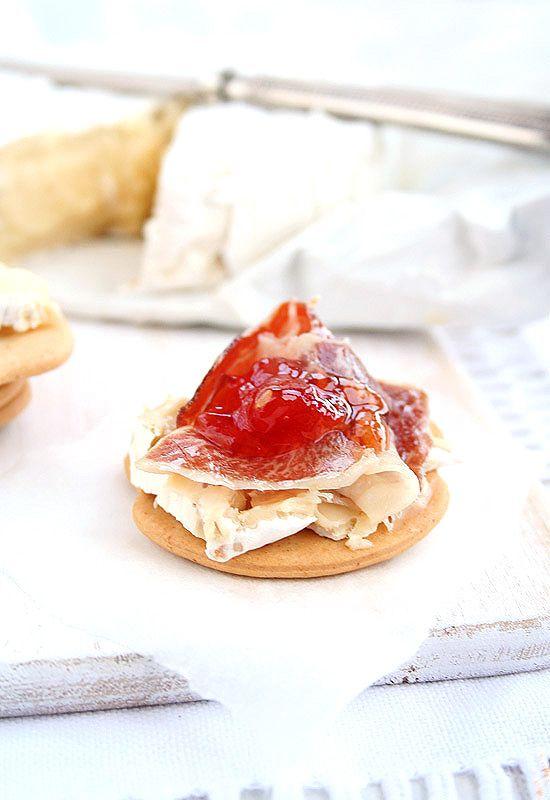 Tostas de jamón, camembert y mermelada de tomate. Mermelada de tomate | Receta paso a paso | Unodedos.com