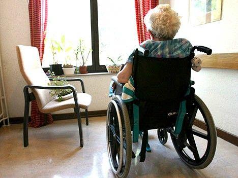 La crisi economica influenza le nostre abitudini al punto da imporre significativi tagli all'assistenza domiciliare per disabili e anzian...