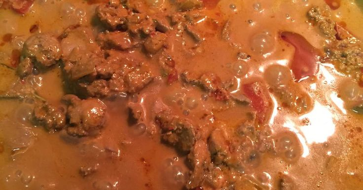 Great recipe for Creamy Chicken Livers Peri Peri. I am South African, and this is a dish served in most Restaurants here as a starter. We often have it at home on a Sunday night as a main course.