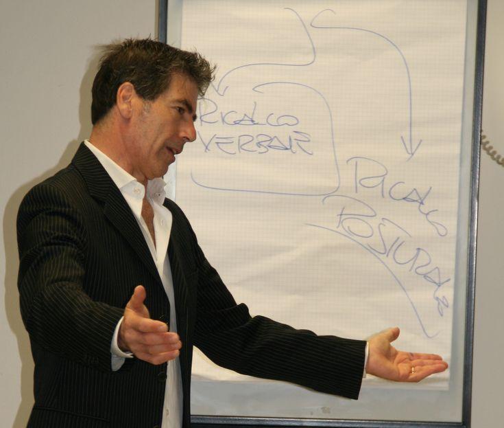 Modena, 23 ottobre 2017 - il coach motivazionale Giancarlo Fornei in aula con gli allievi dell'Accademia Anam di Modena