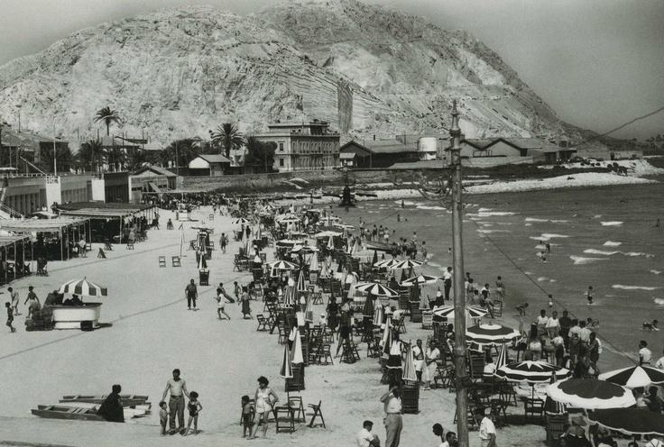 Alicante y la playa del Postiguet, allá por 1948