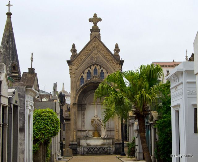 BEEN HERE AMAZING-10 Tombs to Visit in Buenos Aires' Recoleta Cemetery... A list of 10 tombs to visit in Recoleta Cemetery, the last stop for Argentina's most celebrated (and controversial) presidents, intellectuals, and entertainers.