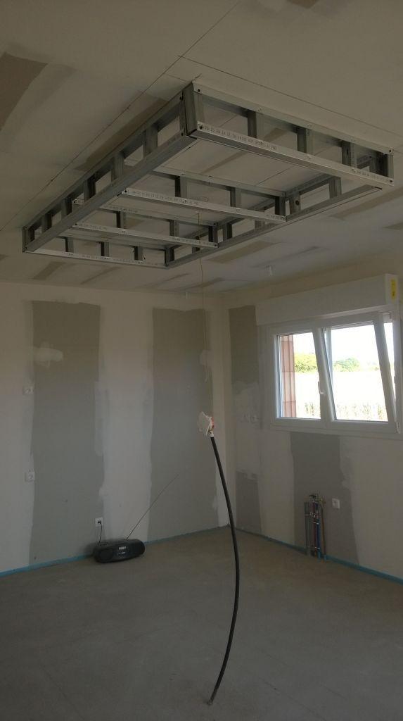 le faux plafond de la cuisine qui donne sur l'ilôt