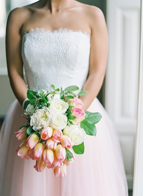Pretty tulip and rose bouquet. Photo by André Teixeira, Brancoprata!