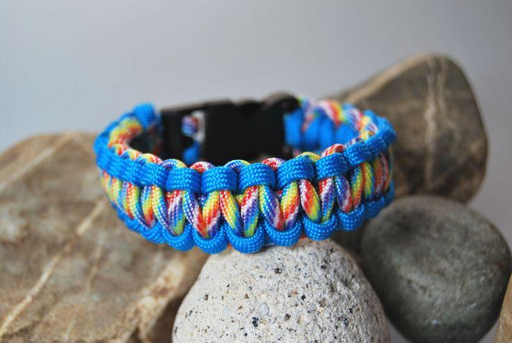 Paracord - Armband blau - bunt von DaiSign auf DaWanda.com  http://de.dawanda.com/product/69669959-Paracord---Armband-blau---bunt