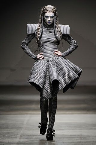 Gareth Pugh Fall 2008 Ready-to-Wear Collection on Style.com: Runway Review