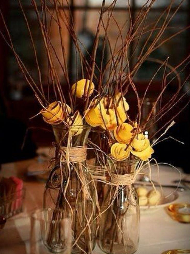 Arranjos com galhos e flores de papel