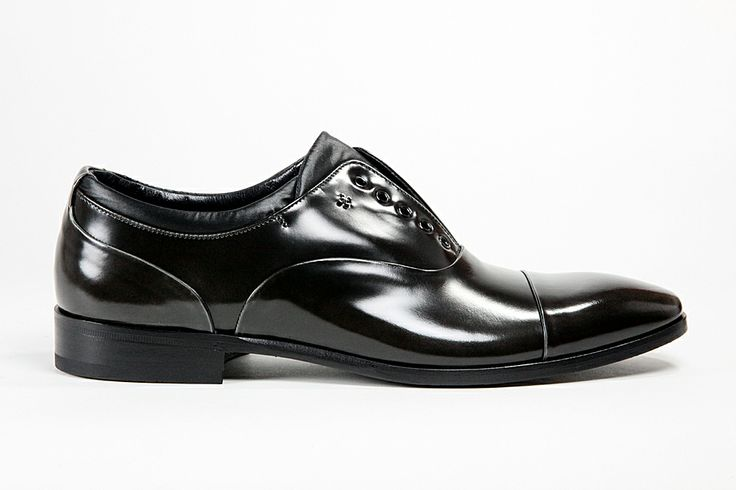 011 Fabi men's #Leather #Shoes. Handmade dress shoes showcase an elegant perforated wingtip and refined slim shape.   $ Price: Make an Offer online: http://www.rinastore.com/011-fabi-shoes-:-dark-gray/dp/5615  Made in #Italy, Dust bag and ShoeHorn included. Available at #Rina's Boutique