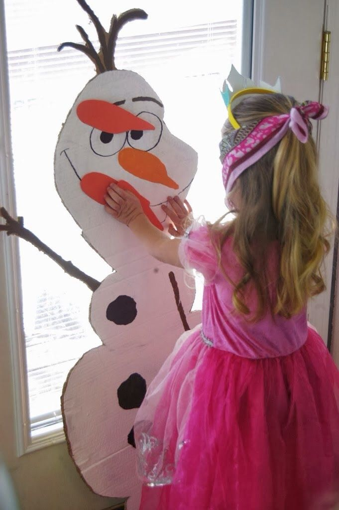 Pin the nose on Olaf game- my girls would love this! Perfect for a Frozen party, too!