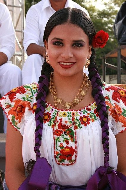 Beautiful Mestizo ladies can be found in Northern #Belize. #HelloHopkins