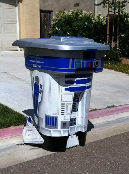 R2-D2 Garbage bin!  Do you think Rogue Disposal would mind if I did this to their recycling bin?  I so want to!!
