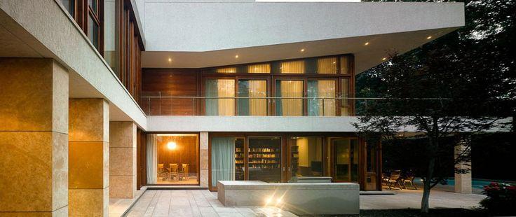 Ravine Residence by Hariri Pontarini Architects