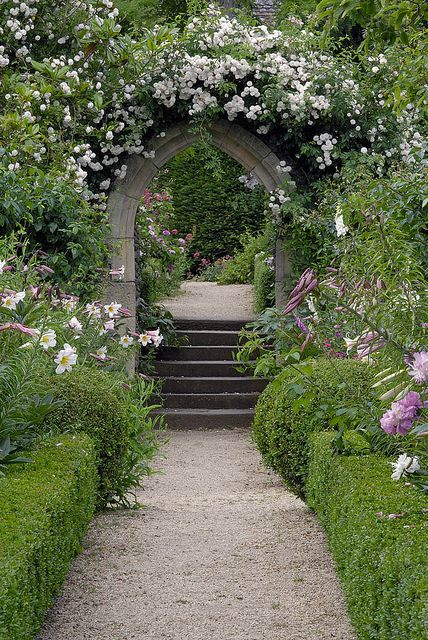 Who doesn't love a nice arched walkway?