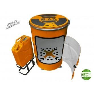 Créée par Mark Eden Clark, le 16AM est est une chambre de culture, 100% bio à LED horticoles basse conso, intégrée dans une oeuvre d'art Upcycling pour faire pousser en appartement fruits, fleures, tomates cerises, etc...toute l'année. Eclairage/arrosage/extraction  d'air/filtrage pollen et parfums :  tt est automatisé , géré éléctroniquement. Fut alimentaire recyclé 100x60 cm Jerrycan alimentaire recyclé 60x40 cm.   Système audio pour lecture MP3 intégrée. Autonomie de plusieurs semaines