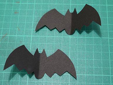 2匹のコウモリ|ハロウィンパーティー演出に!コウモリ風ストローマーカーの作り方