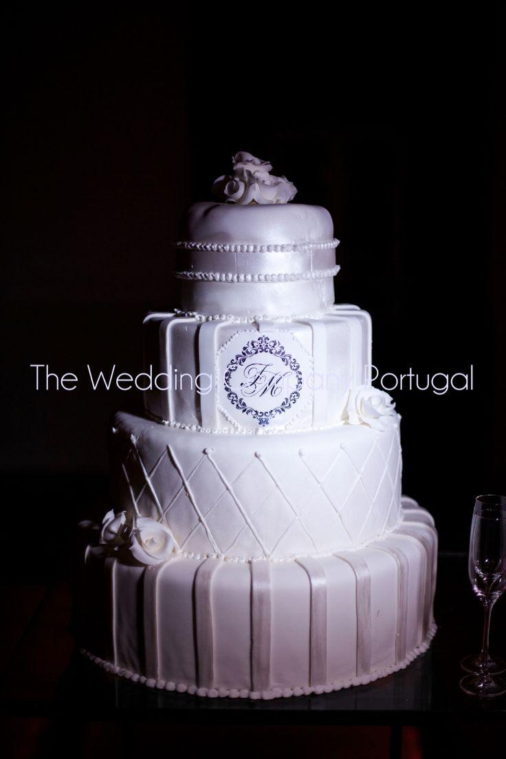 Black and White cake. Wedding by The Wedding Company.  Photo by Catarina Zimbarra Photography
