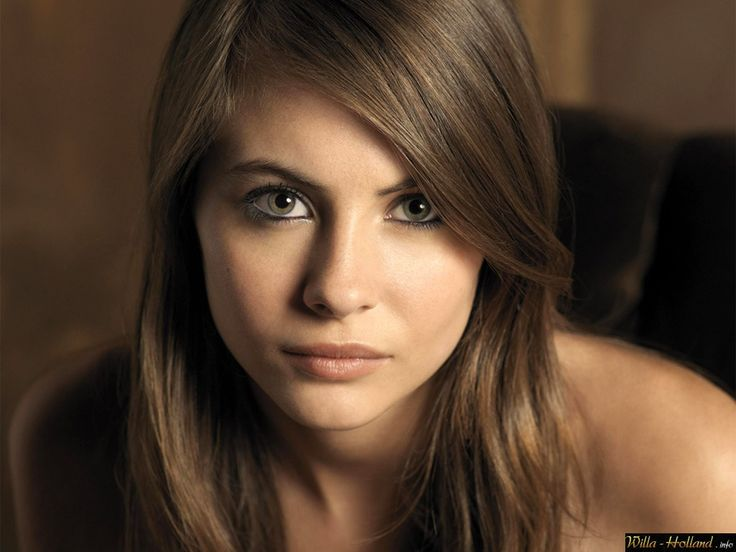 Willa Holland as Kyle Elizabeth Hall Age: 18