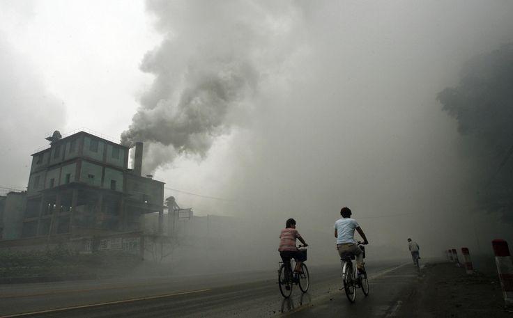 La ciudad se encuentra contaminada por el tráfico, las calefacciones y la industria.    Esta contaminación afecta sobre todo a los seres humanos produciendo enfisemas y enfermedades respiratorias.