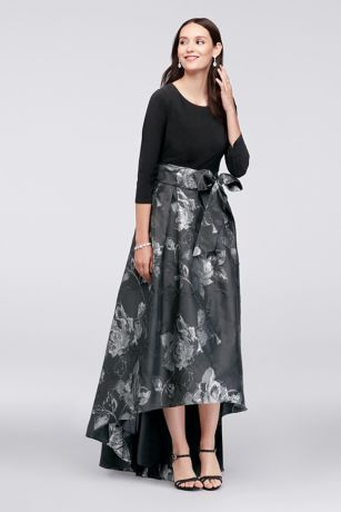 c682e4c7180e7 Shimmering with a metallic floral-jacquard skirt
