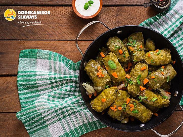 """Η Κάλυμνος κρατά τη Δωρική λιτότητα ακόμα και στην κουζίνα της. Δοκιμάστε μουούρι (αρνί γεμιστό με ρύζι), μιρμιζέλι (κριθαρένια κουλούρα με λάδι, ντομάτα και τυρί) και φύλλα (ντολμάδες) και ανακαλύψτε ξανά τη νοστιμιά των απλών, ισορροπημένων γεύσεων.  Kalymnos has a Doric Austerity even at its cuisine. Don't forget to try """"mououri"""" (lamp filled with rice), """"mirmizeli"""" (rye simit with olive oil, cheese and tomato) and """"vine leaves"""" (dolmades) to discover how delicious a simple dish!"""