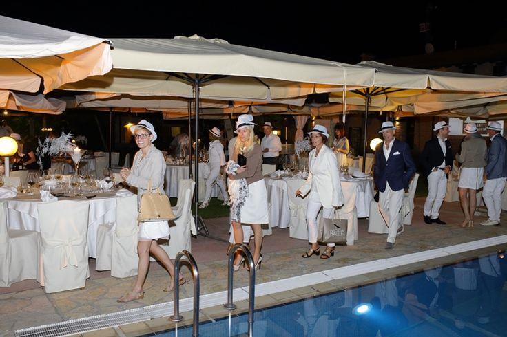 #whitemotion. In una notte d'estate imprese unite contro la crisi e per il sociale.  photo credit by Alberto de Mori http://www.cadelach.it/posts/aspettando-.-whitemotion-153.php