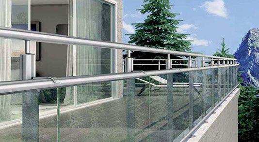 Absturzsicherung für Balkon; Balkongelaender mit Glas, Handlauf Pfosten aus Edelstahl