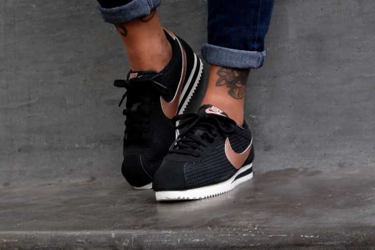 Nike WMNS Classic Cortez Leather Lux Black/Metallic - Red - 861660-002