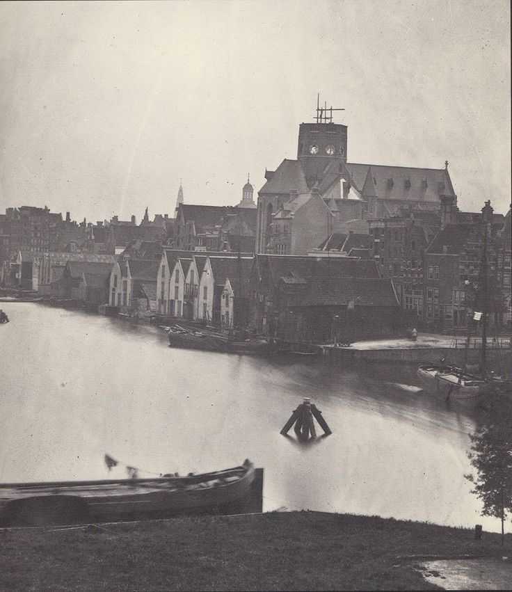 Amsterdam, Posthoornkerk met op de voorgrond de Eilandsgracht, gefotografeerd vanaf het Bickersplein In 1927 werd het deel van de Eilandsgracht op deze foto gedempt en werd het Bickerseiland een schiereiland Foto van Jacob olie