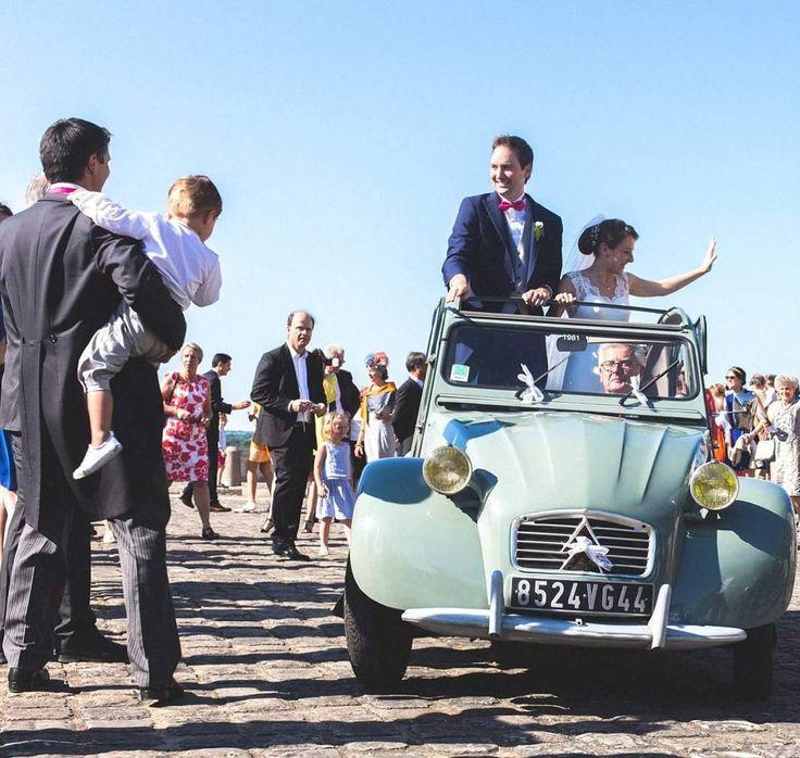 36C..hot wedding ! Happy A&G #2CV #2chevaux #2 #naturallights #soft #frenchwedding #sensitive #hands #wedding #love #amour #bride  #whitedress #mariage #ig_wedding @traversefrance #mariée #canon6d #canonfrance @zankyou_mariages #weddingphoto #weddingphotography #weddingphotographer @traversefrance #nantes #angers #chateau #castle