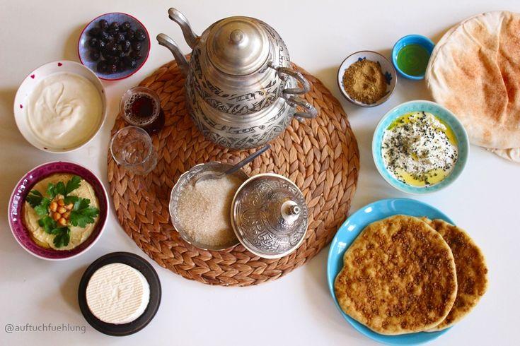 Wie vielfältig syrisches Frühstück ist, zeigen wir euch in diesem Post. Startet den Tag doch mal mit einer dieser arabischen Köstlichkeiten! Syrian Breakfast, Arabic Breakfast, Syrisches Frühstück