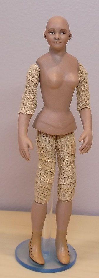 miniature dollhouse doll to dress 1 12 scale by lillislittles miniatyrer kl der hattar skor. Black Bedroom Furniture Sets. Home Design Ideas