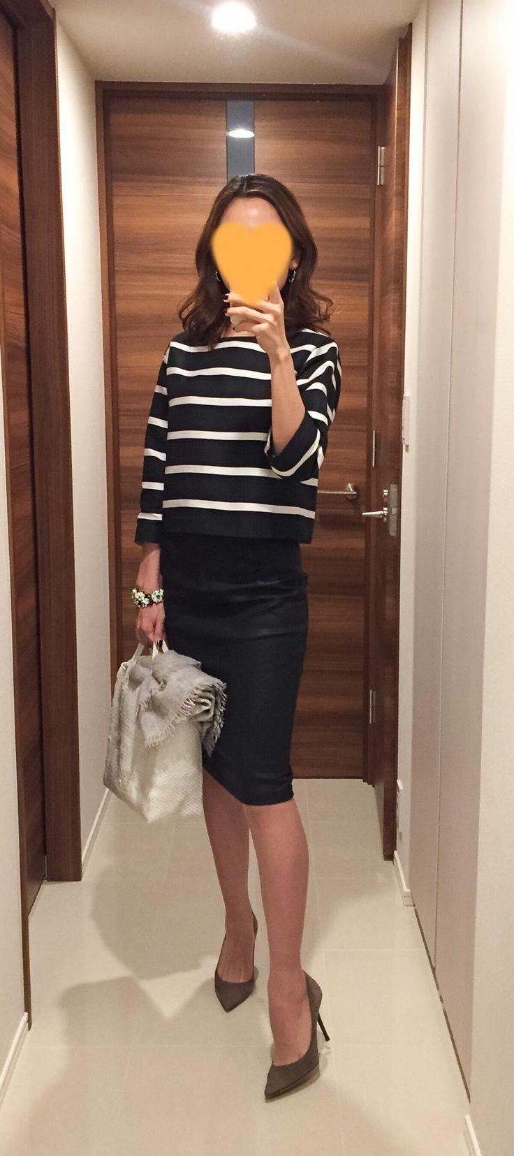 Striped tops: DRESSTERIOR, Black pencil skirt: SISLEY, White bag: la kagu, Beige heels: Jimmy Choo