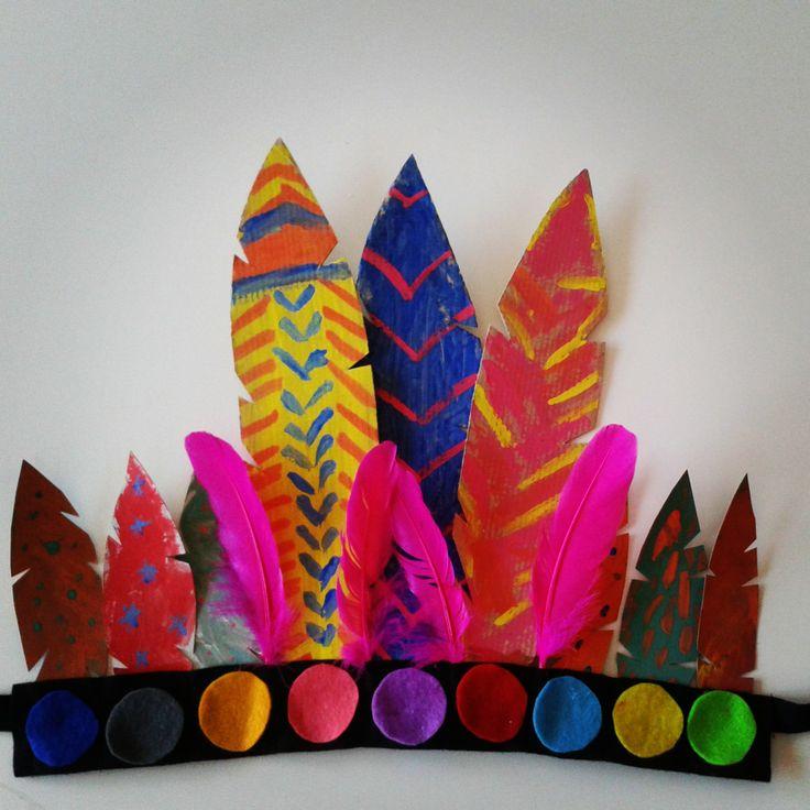Tocado de plumas de cartón pintadas a mano y cinta de fieltro by anapiscis