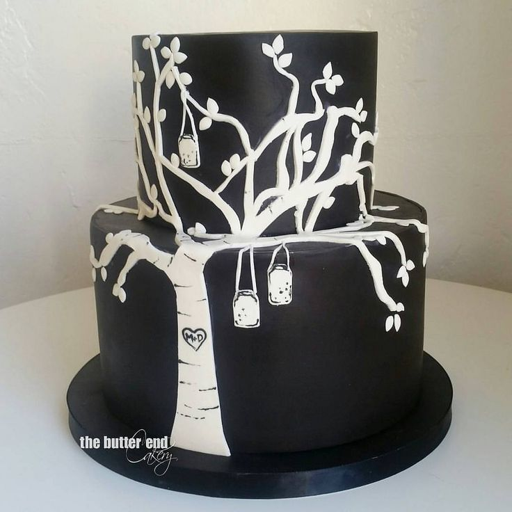 One more lil guy from last weekend. This petite wedding cake was inspired by invitation artwork. Simple, graphic, unique. Don't be afraid of black! Event planner: @pryorevents  #standout #breakingthemoldisfun #blackandwhite #blackweddingcake #blackandwhit | by www.thebutterend.com