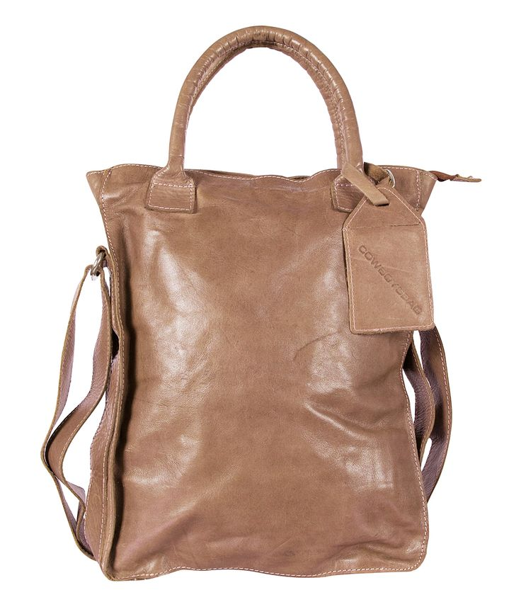 """Het bekende model van Cowboysbag is een stoere comfortabele tas, die je als crossbody kunt dragen dankzij de verstelbare schouderband. De tas is gemaakt van superzacht leer met een """"gebruikte"""" vintage uitstraling."""