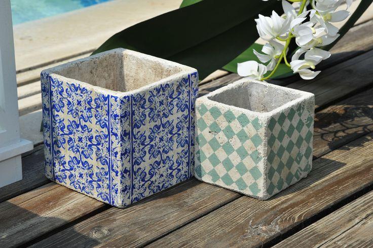 Ceramiche con decori geometrici.